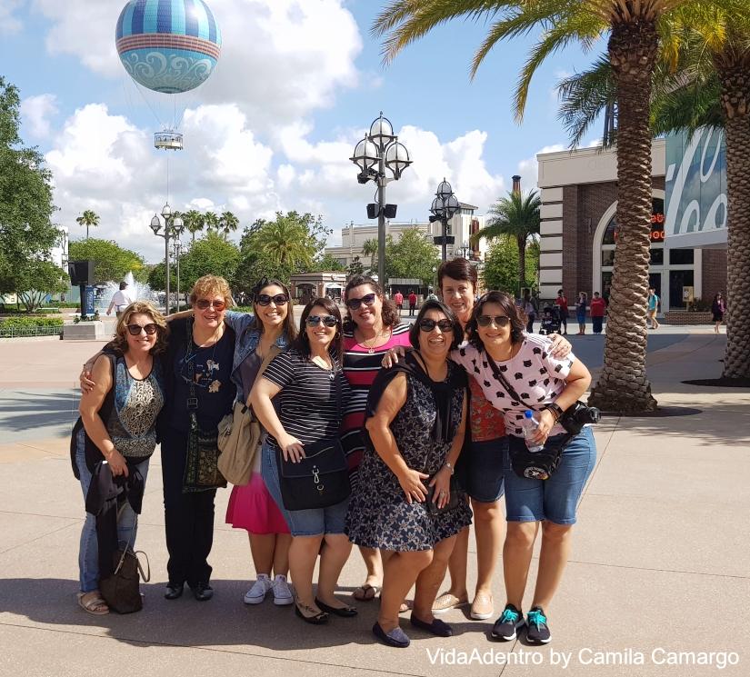 2 dia Disney Springs grupo balão movavi